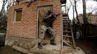 Demonstran dan Aparat Kashmir Bentrok Seusai Salat Idul Fitri