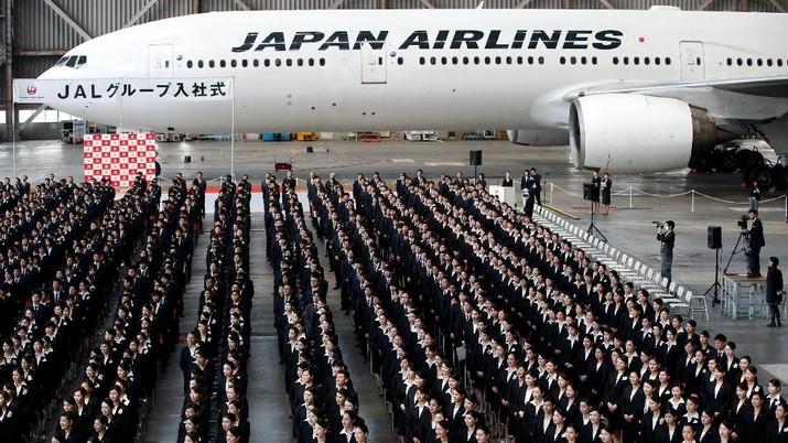 JAL akan berinvestasi 10 miliar yen sampai 20 miliar yen (Rp 1,2 triliun sampai Rp 2,5 triliun) ke dalam bisnis penerbangan murah tersebut.