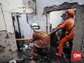 Api Lalap 25 Rumah di Bandung, Petugas Cari Korban Terjebak