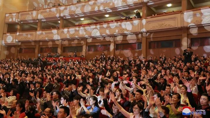 Antusiasme Kim Jong Un Menonton Aksi Girl Band Red Velvet