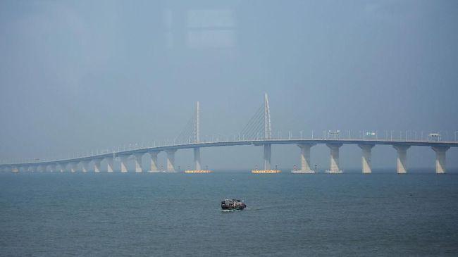 Syarat Khusus Lintasi Jembatan Laut Terpanjang di Dunia