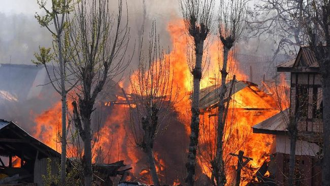 Pakistan Tembak Jatuh Dua Jet Tempur India Dekat Kashmir