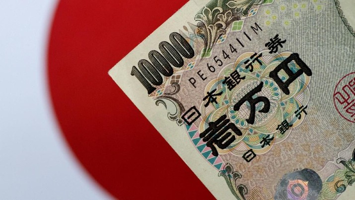 FILE PHOTO: A Japan Yen note is seen in this illustration photo taken June 1, 2017. REUTERS/Thomas White/Illustration/File Photo