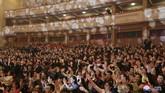 Ratusan warga Korea Utara juga turut hadir menyaksikan pertunjukan bertajuk
