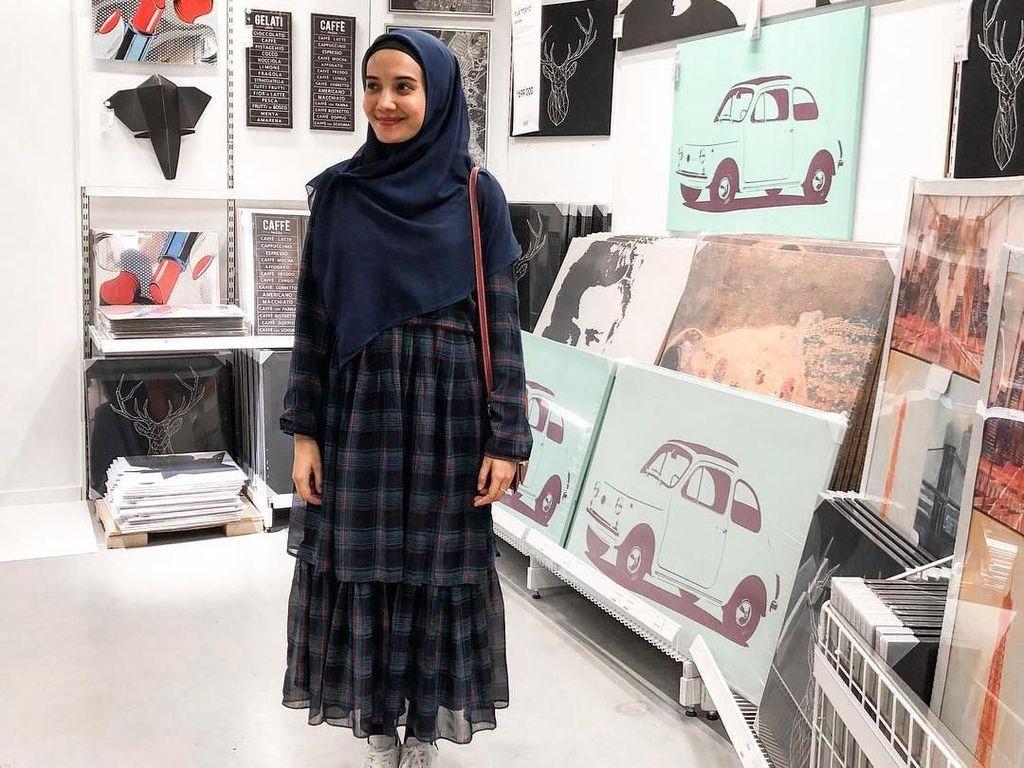 Zaskia Sungkar Sekarang Tampil Syari, Ini Deretan Gayanya yang Anggun