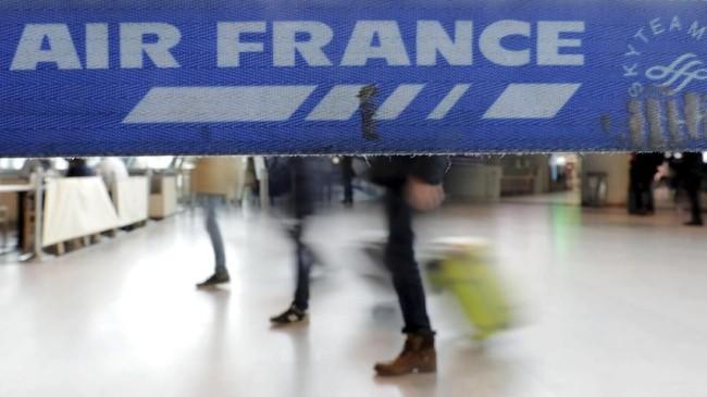 Aksi itu menjadi ujian besar bagi pemerintahan Presiden Perancis Emmanuel Macron untuk melakukan reformasi secara besar-besaran. (REUTERS/Eric Gaillard)