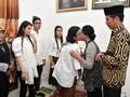 Jokowi dan Keluarga Melayat Besan di Solo