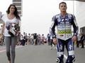 5 Pebalap MotoGP yang Berpacaran dengan Gadis Payung
