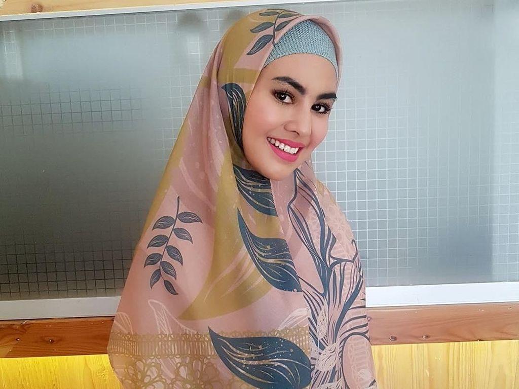 Kartika Putri Dinikahi Habib Usman, Lihat Gayanya yang Makin Syari