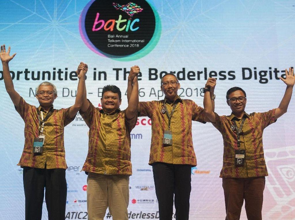 Hadir dalam acara tersebut CEO Telin Faizal R. Djoemadi bersama Direktur Wholesale & International Service Telkom Abdus Somad Arief saat membuka dan meresmikan Bali Annual Telkom International Conference (BATIC) 2018 di Nusa Dua, Bali, Rabu (4/4).