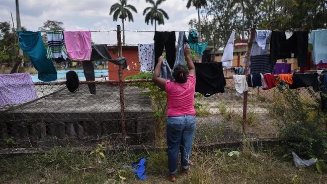 Pihak berwenang Meksiko menyatakan akan memberikan perlindungan bagi sebagian imigran yang dilaporkan kebanyakan berasal dari Honduras itu. (AFP Photo/Victoria Razo)