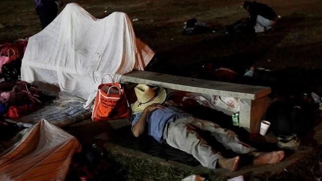 Pihak Meksiko menegaskan mereka menjalankan hukum sendiri dengan menghormati demonstrasi, tapi tidak melakukan itu untuk melindungi perbatasan AS. (REUTERS/Henry Romero)