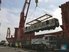 Melihat Kereta KRL Tiba dari Jepang ke Tanjung Priok