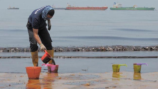 Minyak di Pesisir Balikpapan Ditargetkan Bersih 4 Hari Lagi