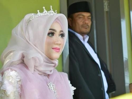 Istri Secantik Barbie, Foto Pernikahan Kepala Desa di Lhokseumawe Viral