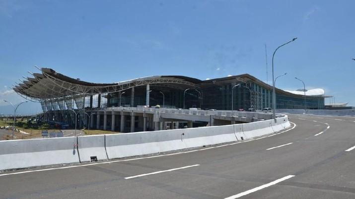 Tragedi ledakan 3 bom yang terjadi di Surabaya direspon Kementerian Perhubungan dengan memperketat keamanan di seluruh bandar udara yang ada di Indonesia.