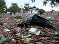 Warga Aceh Berkemah di Lahan Bekas Tsunami