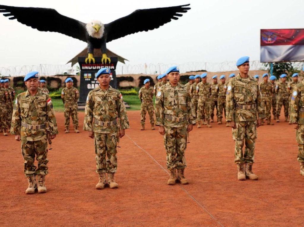 Adapun Prajurit TNI yang menyandang pangkat baru satu tingkat lebih tinggi dari pangkat semula periode 1 April 2018, terdiri dari 4 (empat) orang Bintara dan 7 (tujuh) orang Tamtama. Pool/Pen Konga.
