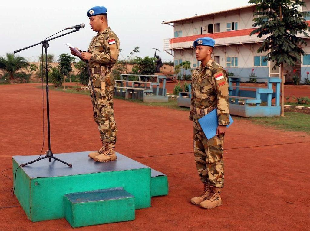 Dansatgas Konga XXXVII-D/Minusca Letkol Czi Chotman Jumei Arisandy dalam sambutannya menyampaikan bahwa kenaikan pangkat merupakan wujud pengakuan dari komando/pimpinan atas prestasi dan dedikasi yang telah ditunjukkan selama ini dalam melaksanakan tugas dan tanggung jawabnya sesuai jabatan masing-masing. Pool/Pen Konga.
