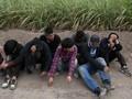 Trump Ancam Tembak Imigran Gelap Beringas di Perbatasan