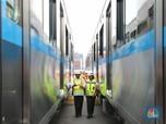 Budi Karya Tinjau Rangkaian MRT yang Tiba di Jakarta