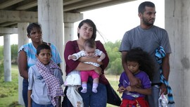AS Kirim Keluarga Pencari Suaka Pertama ke Meksiko