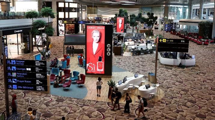 Bandara Internasional Changi di Singapura sejak Minggu mulai menaikkan tarif penumpang pesawat (passenger service charges/ PSC) menjadi SG$47,30 (Rp 494.000).