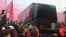 VIDEO: Guardiola Terkejut Bus Man City Diserang Fan Liverpool