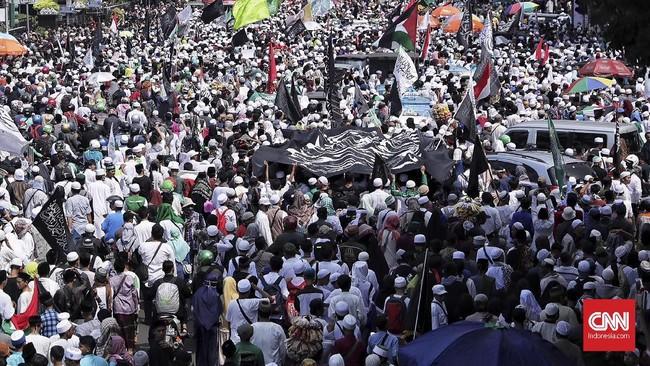 Semua ormas itu menilai Sukmawati Soekarnoputri telah menistakan agama Islam lewat puisi berjudul Ibu Indonesia yang ia bacakan dalam acara peragaan busana, beberapa waktu lalu. (CNN Indonesia/Hesti Rika)