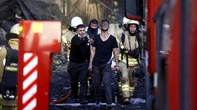 Gubernur Istanbul Vasip Sahin menyatakan para pasien yang bisa dipindahkan telah dievakuasi dan pasien perawatan intensif telah berada di lokasi yang aman di rumah sakit. (REUTERS/Osman Orsal)