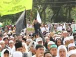 Aksi Ribuan Massa Padati Jalan Merdeka Timur