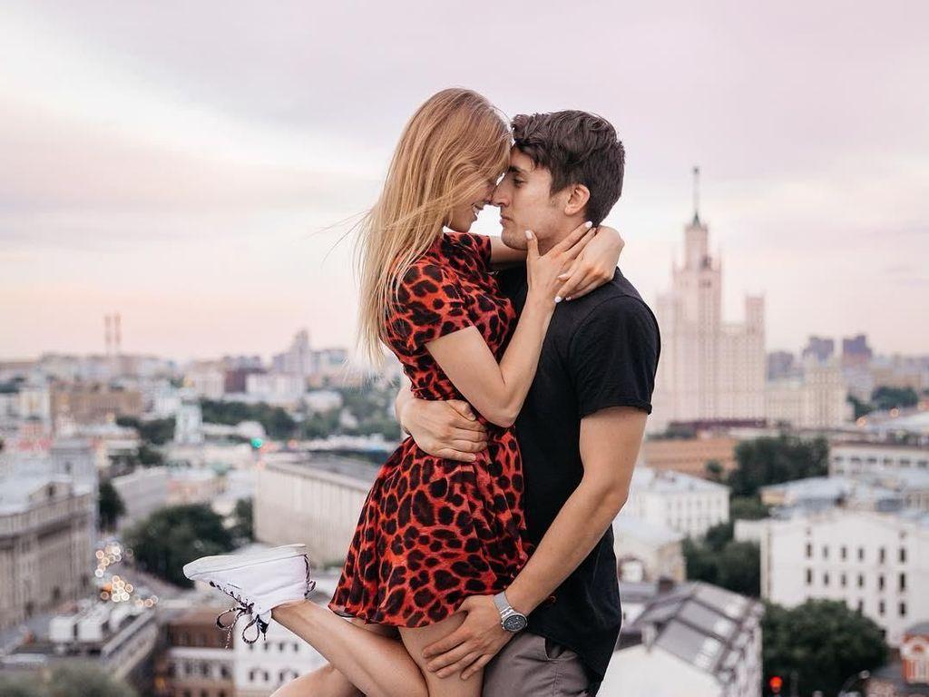 Pasangan Ini Hobi Kencan di Gedung Tinggi, Foto-fotonya Bikin Merinding