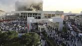 Puluhan pasien terpaksa dievakuasi akibat kebakaran di sebuah rumah sakit di Istanbul, Turki, Kamis (5/4) pagi. (Salih Zeki Fazlıoğlu - Anadolu Agency)