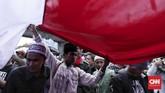 Sukmawati Soekarnoputri sebenarnya sudah meminta maaf atas puisinya yang memicu kontroversi. Namun sejumlah ormas tetap menuntut polisi memproses Sukmawati. (CNN Indonesia/Hesti Rika)