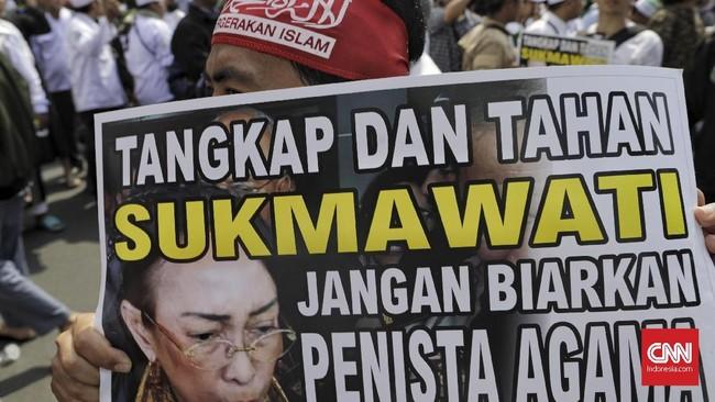 Ketua Umum Persaudaraan Alumni 212 (PA 212) Slamet Maarif mengatakan jika kasus Sukmawati dibiarkan, maka kasus penistaan agama akan terus berulang di Indonesia. (CNN Indonesia/Adhi Wicaksono)