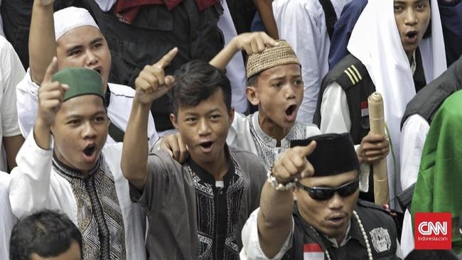 Aksi 64 yang digelar usai Salat Jumat ini diikuti sekitar 1500 orang dari Jakarta dan sekitarnya. Kantor Bareskrim Polri di Kementerian Kelautan dan Perikanan menjadi titik akhir peserta aksi. (CNN Indonesia/Adhi Wicaksono)