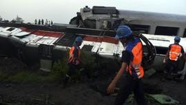 FOTO: Tabrakan Kereta Api Sancaka dengan Truk
