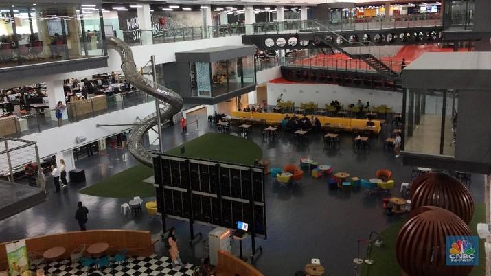 CNBC Indonesia berkesempatan mengunjungi RedQ, kantor pusat AirAsia Group, di Kuala Lumpur, Malaysia.