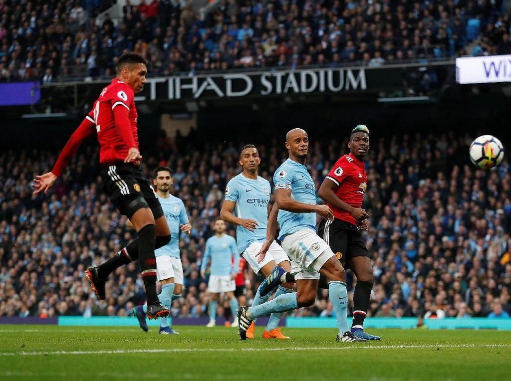 Manchester City 2-3 Manchester United (7 April 2018). City unggul 2-0 di 30 menit awal tapi kemudian MU membalas lewat tiga gol di paruh kedua babak. Kekalahan kedua City di Premier League musim ini menunda pesta juara. (Foto: Russell Cheyne/Reuters)