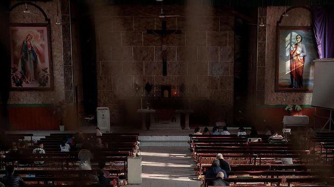 China Hancurkan Salib di Gereja Ilegal