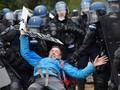 FOTO: Kericuhan Penggusuran Pegiat Anti-Kapitalis Perancis