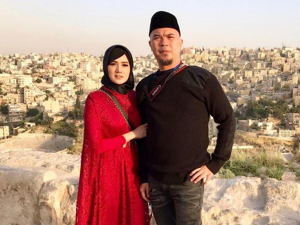 Mulan Jameela Berhijab Saat Liburan, Gayanya Bikin Netizen Terpesona