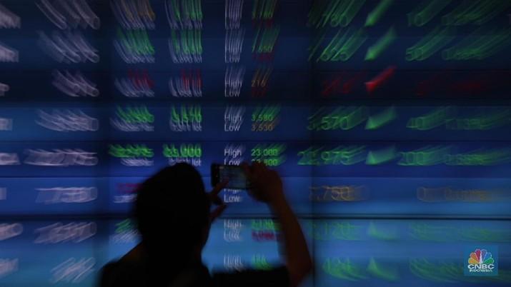 Sektor barang konsumsi dan jasa keuangan layak dicermati investor lantaran berpotensi memberikan cuan.