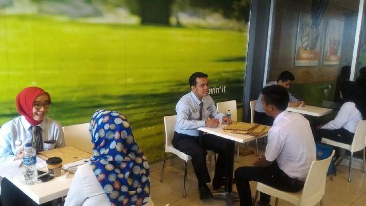 Sebanyak 19,272 orang melamar kerja pada program McDonald's Hiring Day pertama yang dilakukan oleh McDonald's Indonesia secara serentak di 44 restoran McDonald's di seluruh Indonesia pada 9 April 2018. McDonald's Hiring Day adalah program pencarian tenaga kerja baru terbesar yang pernah dilakukan oleh McDonald's Indonesia dalam satu hari. Melalui program ini, McDonald's berharap dapat menjaring lebih dari 3000 tenaga kerja baru untuk ditempatkan di seluruh Indonesia.
