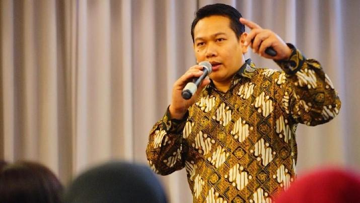 Koki Rahmat Kusnedi mengatakan bisnis kue artis tak akan bertahan lama. Ia menilai kalau tahun ini bisnis kue selebriti Indonesia sudah berada di ujung tanduk.