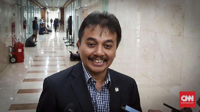 Andi Arief Bela Roy Suryo soal Aset Kemenpora