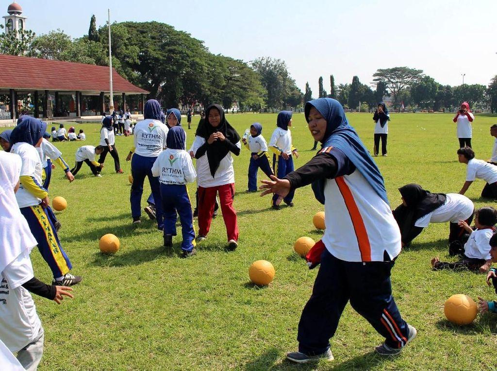 Sebuah yayasan sosial QNET bersama komite RHYTM foundation terus menjaring dan memberdayakan guru perempuan untuk kaum disabilitas di Subang, Jawa Barat. Foto: dok. Pemkab Subang