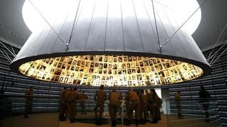 FOTO: Banjir Kenangan Holocaust bagi Warga Yahudi di Israel