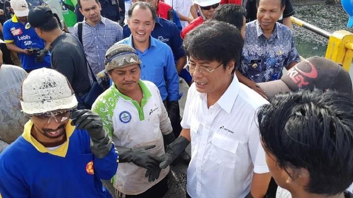 Perombakan direksi kembali dilakukan di PT Pertamina (Persero). Menteri BUMN Rini Soemarno memutuskan  mencopot Elia Massa Manik sebagai Direktur Pertamina