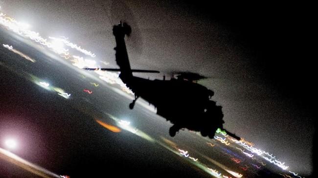 Helikopter milik Angkatan Udara Amerika Serikat HH-60G Pave Hawk dalam latihan di Pangkalan Udara Kandahar, Afghanistan, 13 Maret 2018. (US Air Force/Tech. Sgt. Gregory Brook/Handout via REUTERS)